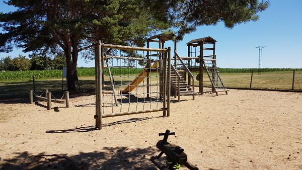 Aire de jeux pour enfants à Céré la Ronde